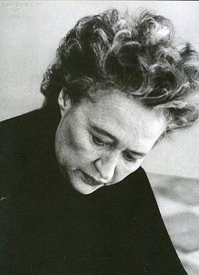 Χρύσα (1933-2013)